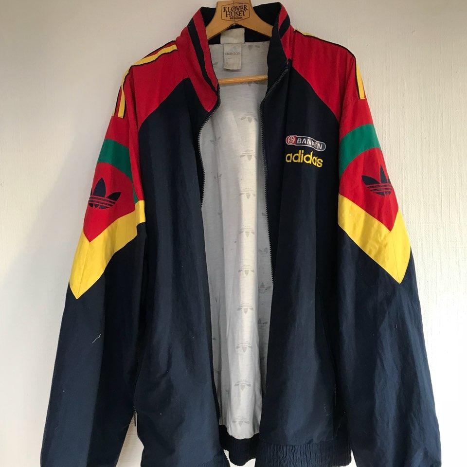 Vintage Adidas jakke </div>                             </div>               </div>       <div class=