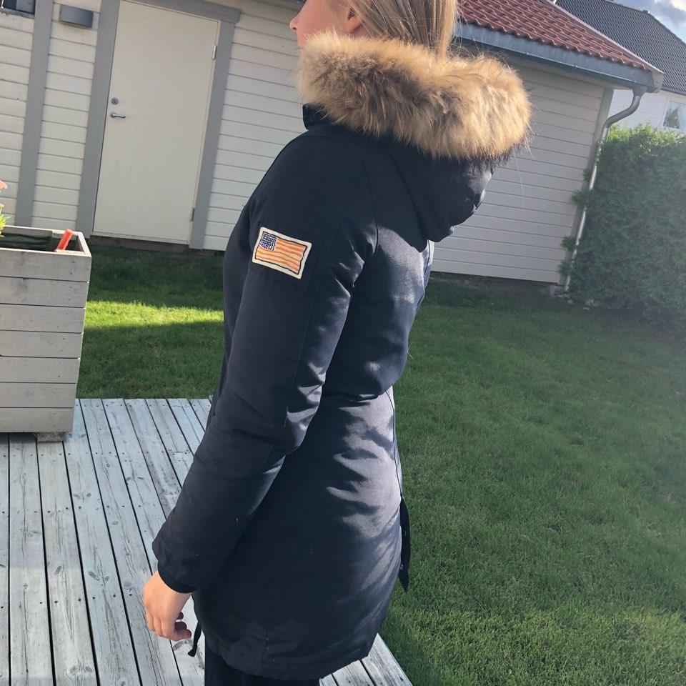 SVEA MISS BROWN JAKKE