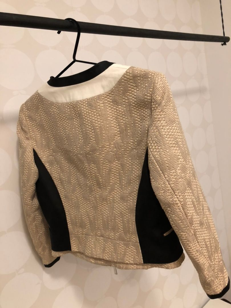 Karen Millen jakke • Tise