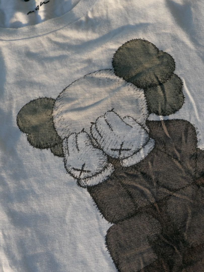 Kaws x Uniqlo T skjorte • Tise